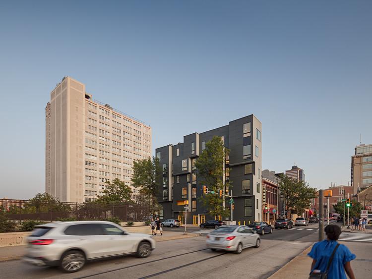 Edificio de apartamentos XS House de la ISA. Image © Sam Oberter
