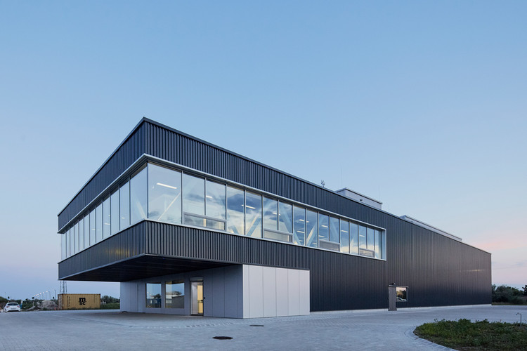 Amplio Automation Headquarters / T2.a Architects, © Zsolt Batár