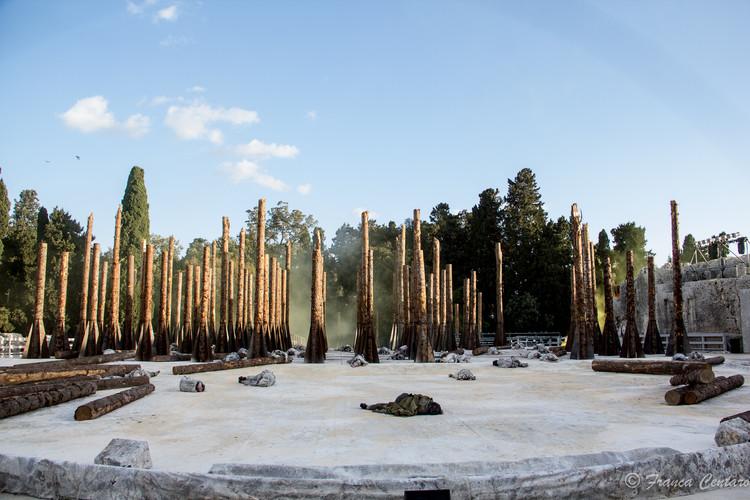 """Stefano Boeri estrena el cortometraje arquitectónico """"Troiane"""", presentando la transformación de los troncos de árboles, Cortesía de Stefano Boeri Architetti"""