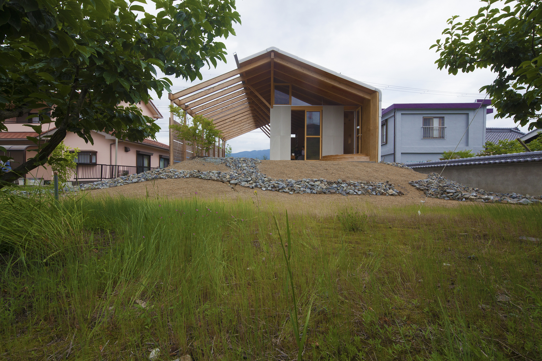 Half Barn at Hashimoto / Ryuichi Ashizawa Architects & Associates