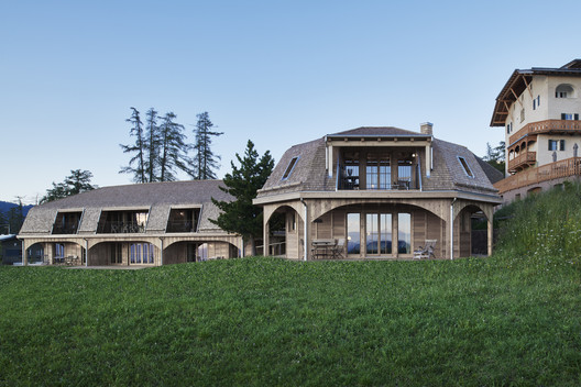 Homes in the Pastures / AMDL CIRCLE