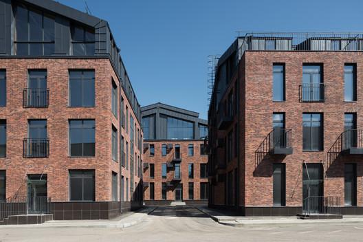 Studio 12 Apartment Complex / T+T Architects