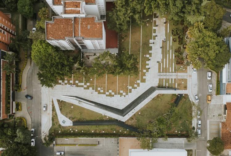 Parque conmemorativo inflexión / Pequeña Escala Arquitectura + Taller Alterno + Ámbito Taller, © Mateo Soto