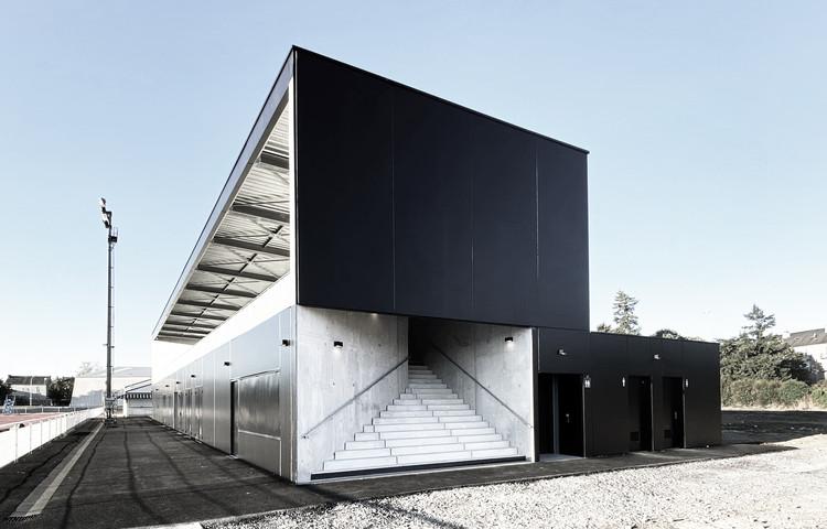 Stadium and Locker Room for Thouars City / Thibaudeau Architecte + Tocrault & Dupuy Architectes, © Thibaudeau Architecte
