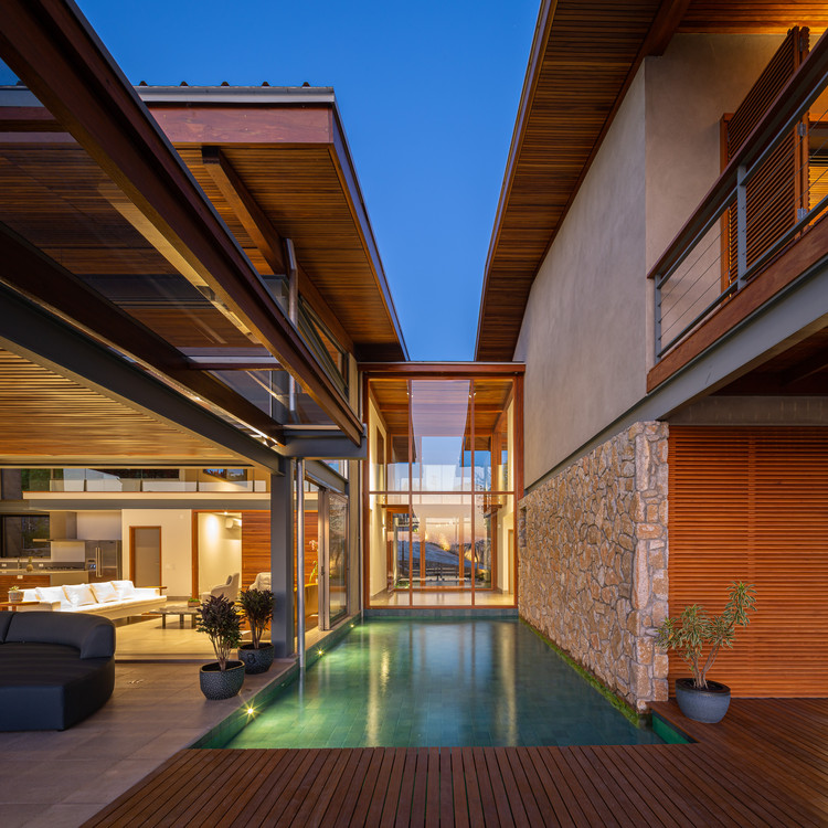 JLB House / Rocco Arquitetos, © Manuel Sá