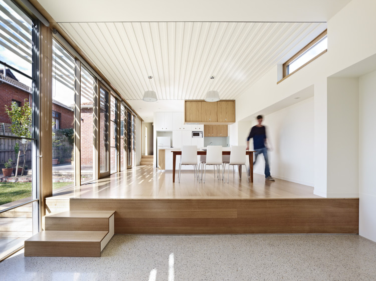 St. Kilda Side Yard House / Andrew Child Architect, © Rhiannon Slatter