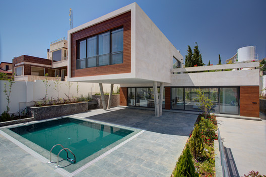 Villa No. 07 / ShaarOffice (Ahmad Ghodsimanesh and Partners)