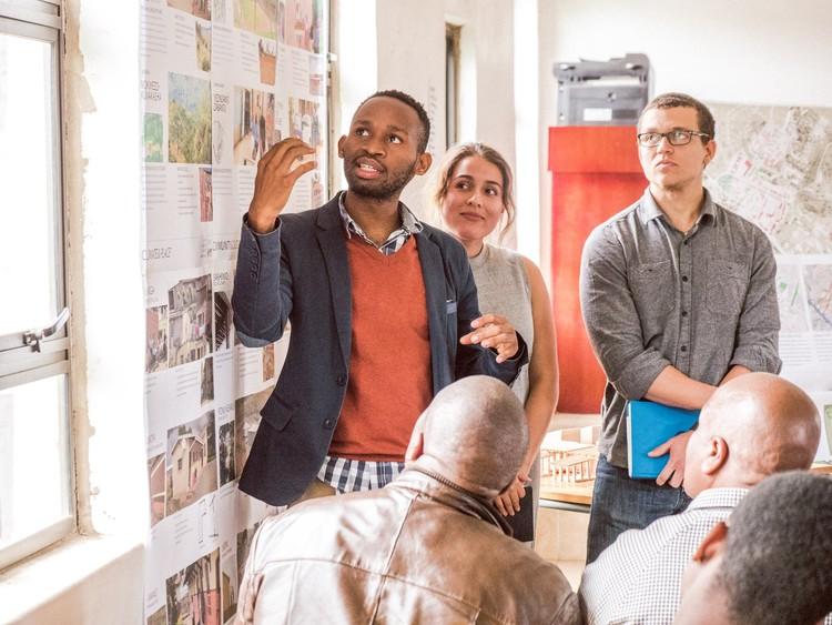 Listening to Build Community Meeting with Umbumbulu Community. Image © Troy Homenchuk, Andrew Von Maur, Andrews University School of Architecture & Interior Design