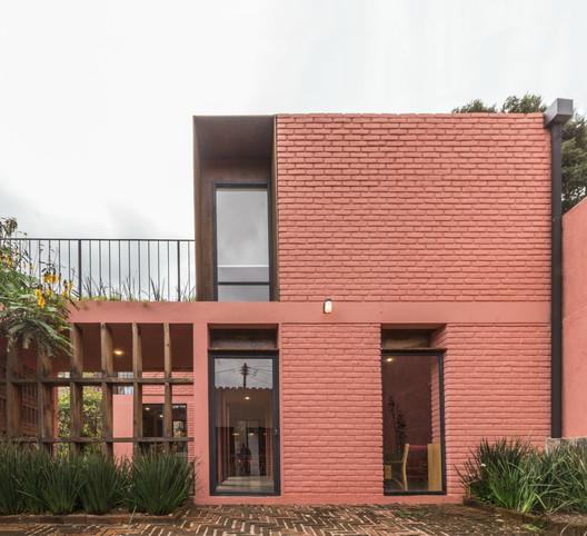 Casa la Fortuna / Apaloosa Estudio de Arquitectura y Diseño