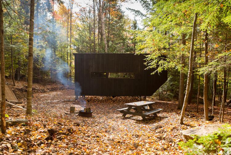 "Getaway Cabin No. 3 - ""The Clara"" / Wyatt Komarin + Addison Godine + Rachel Moranis. Image© The Bearwalk"