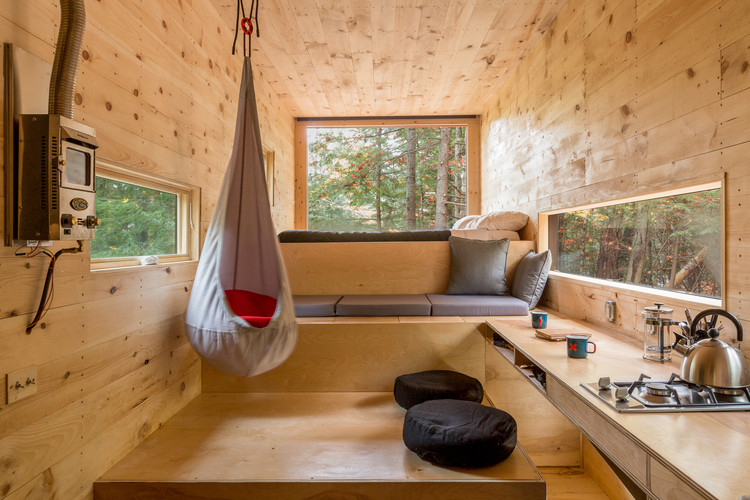 "How Small Can A Home Be? A Glimpse into the Smallest Houses in the World, Getaway Cabin No. 3 - ""The Clara"" / Wyatt Komarin + Addison Godine + Rachel Moranis. Image© The Bearwalk"