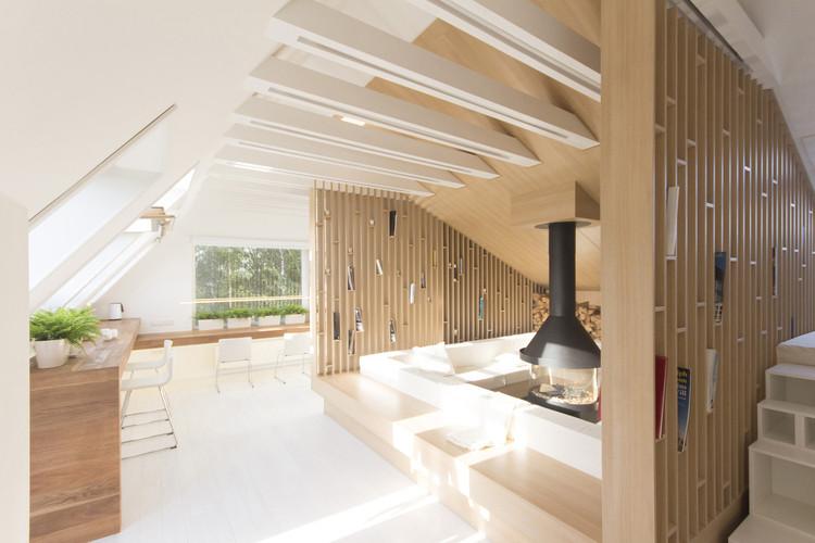 Viviendo en la altura: 7 espacios habitables de hasta 65m² en áticos y tejados, Cortesia de Ruetemple
