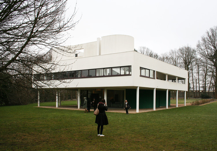"What Neuroscience Says About Modern Architecture Approach, © Andrew Sides [Flickr], under license <a href=""https://creativecommons.org/licenses/by-nc/2.0/"">CC BY-NC 2.0</a>. ImageVilla Savoye, designed by Le Corbusier and completed in 1929"