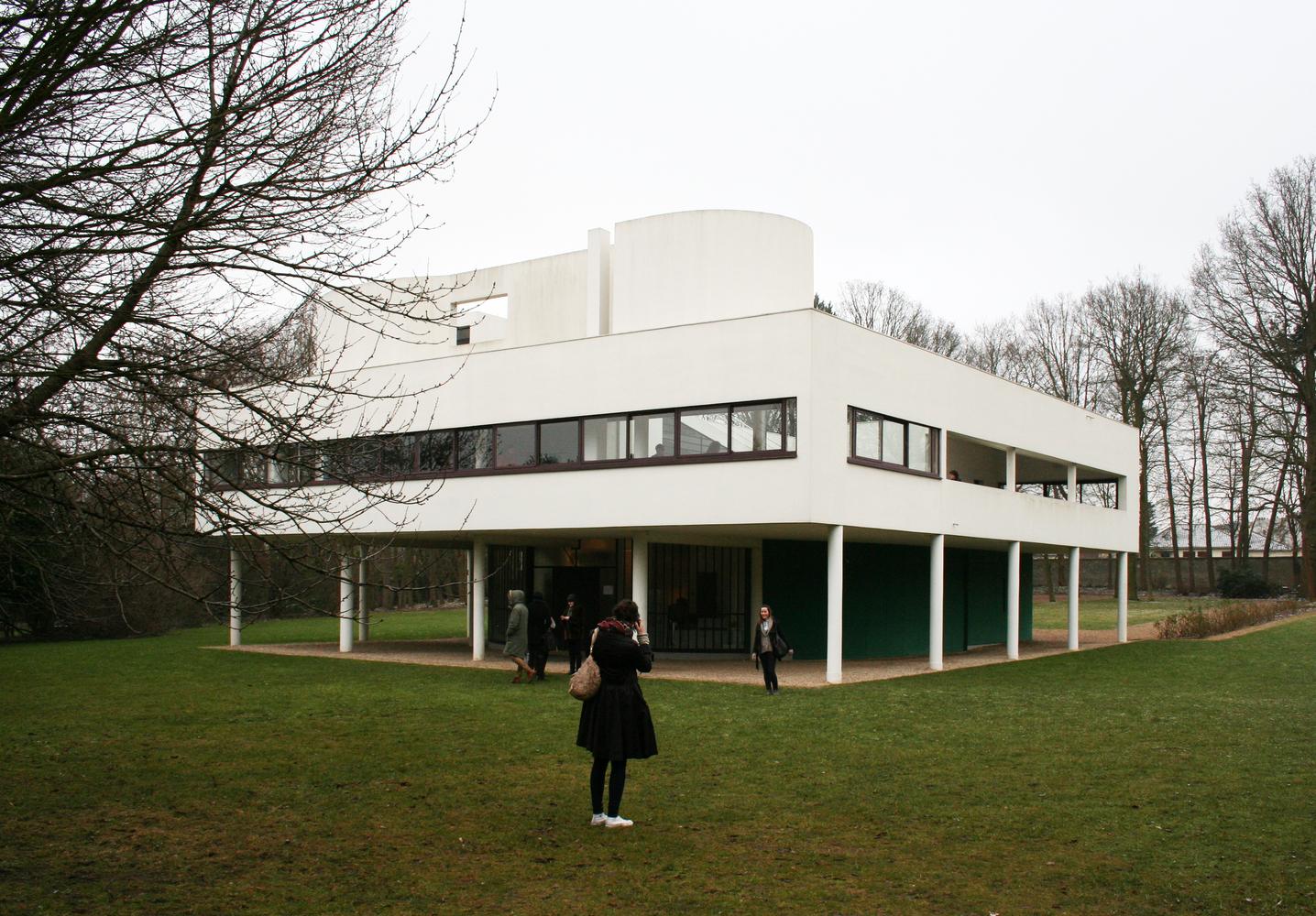 """¿Qué dice la neurociencia sobre la arquitectura moderna?,© Andrew Sides [Flickr], bajo licencia <a href=""""https://creativecommons.org/licenses/by-nc/2.0/""""> CC BY-NC 2.0 </a>. ImageVilla Savoye, diseñado por Le Corbusier y terminado en 1929"""