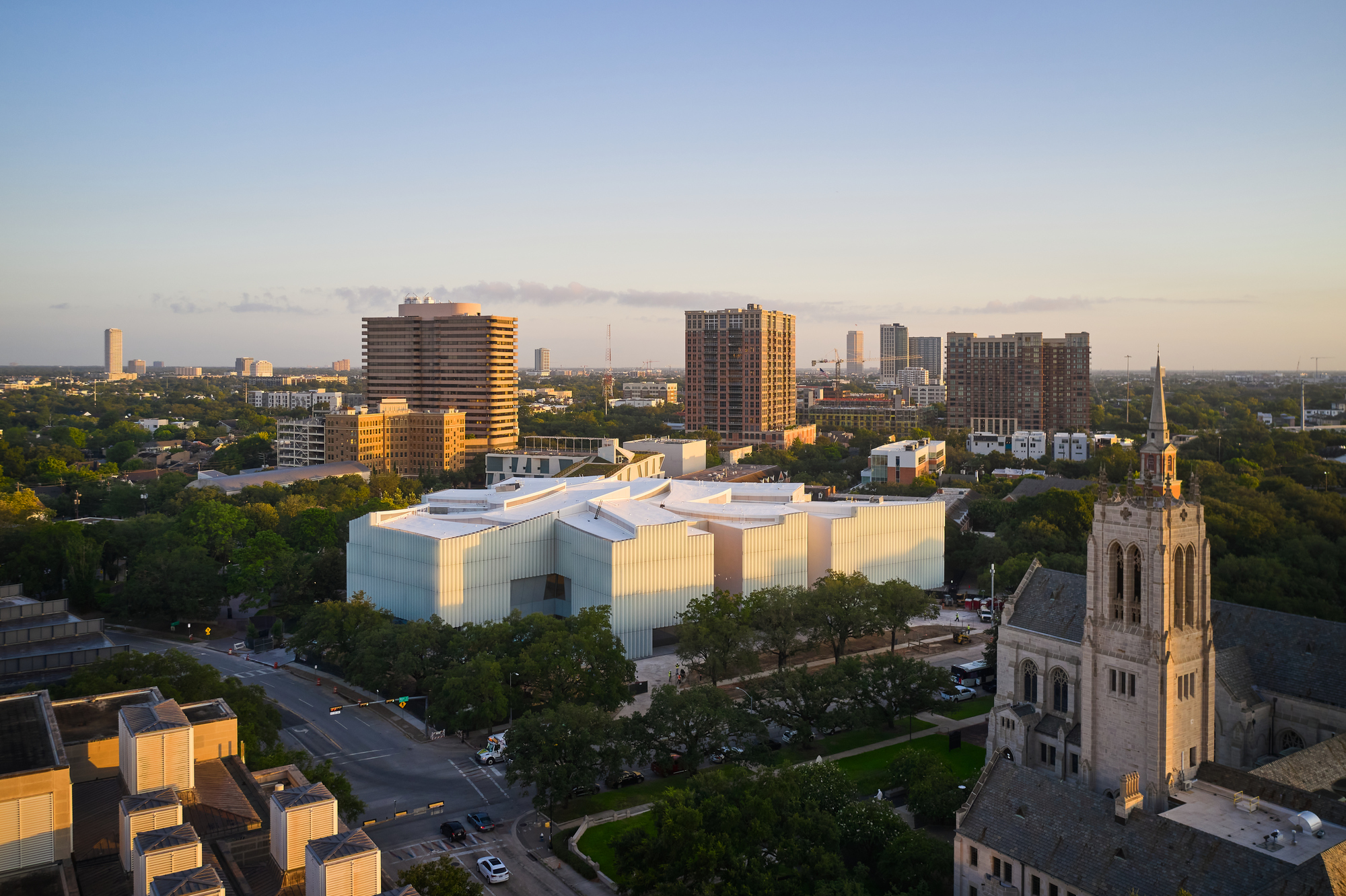 Steven Holl Unveils New Images of the Completed Kinder Building, part of the Museum of Fine Arts in Houston