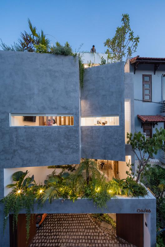 Jalousie House / Limdim House Studio