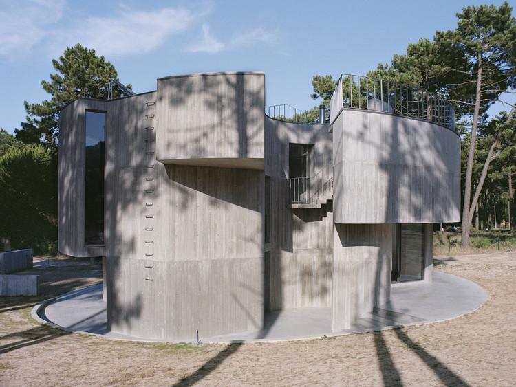 Casa trevo / Double(o) Studio, Elevación oeste. Image © Fabio Cunha