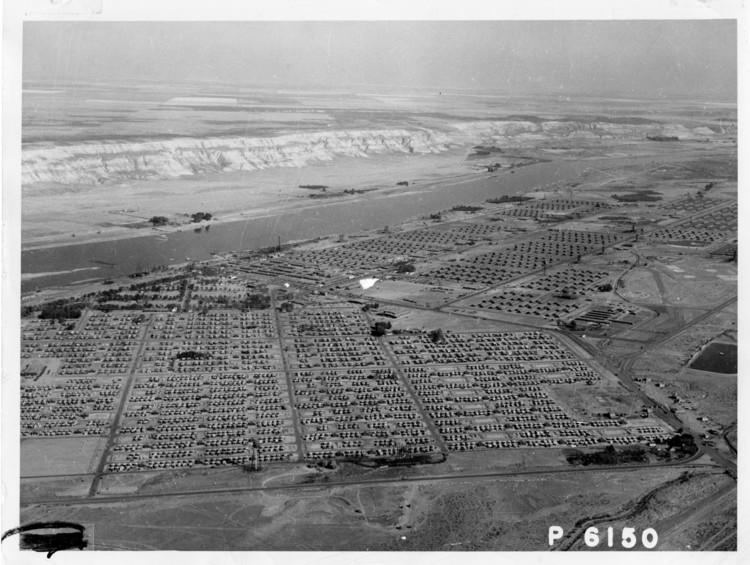 Los misterios detrás de la planificación urbana de Manhattan, Nueva York, Vista aérea del campamento de construcción de Hanford. Imagen Cortesía de National Archives and Records Administration