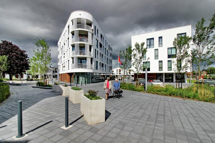 Como projetar para a terceira idade, Complexo Habitacional e de Saúde Eltheto / 2by4-architects. Foto cortesia de 2by4-architects