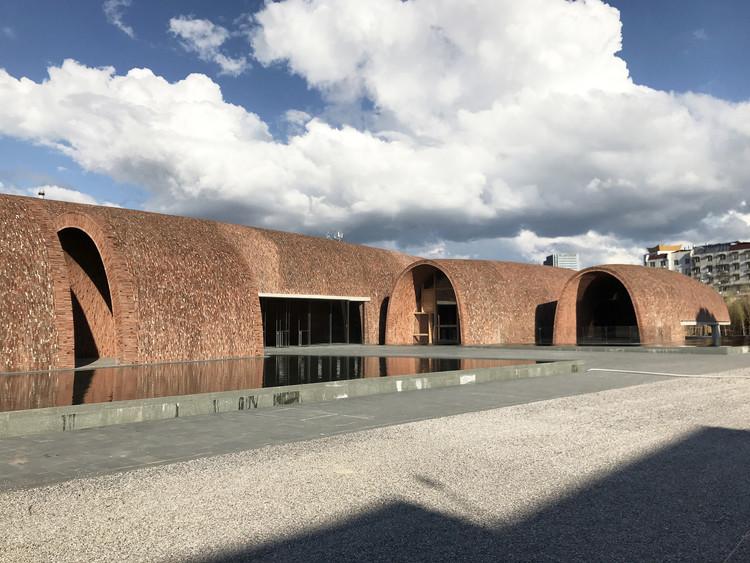 Jingdezhen Imperial Kiln Museum / Studio Zhu-Pei, North-west view. Image © Studio Zhu-Pei