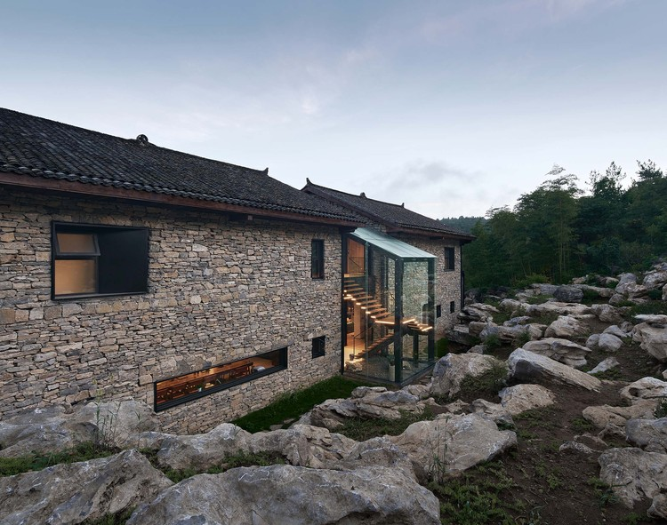 Casa Nanchawan tribo Shiwu / The Design Institute of Landscape and Architecture China Academy of Art, Fachada. Imagem © Aoguan Performance of Architecture