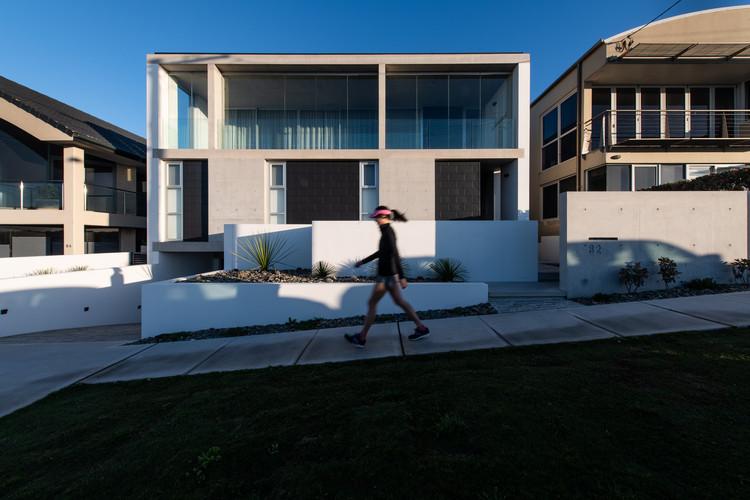 Bar Beach House / Bourne Blue Architecture, © Shane Blue