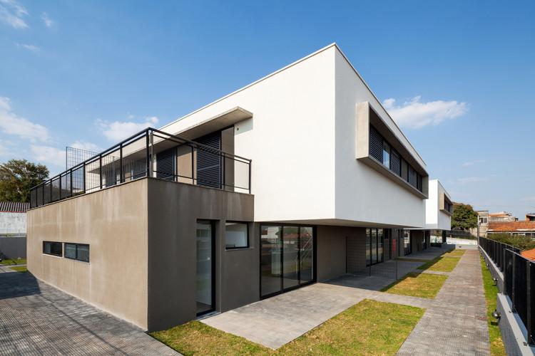 Edifício Residencial Multifamiliar Vila Dalila / VERSA oficina de construção, arquitetura e urbanismo + Gustavo Kerr, © Rafaela Netto