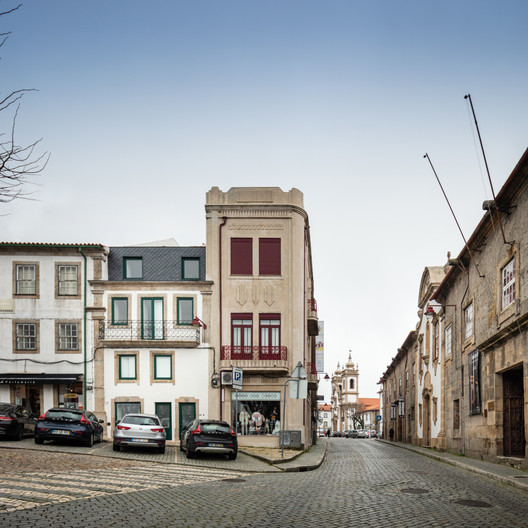 Frei Pedro Building / Filipe Pina