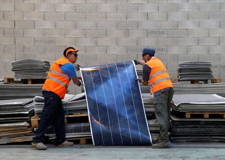 O que acontece com um painel solar quando termina sua vida útil?, Foto: Jean-Paul Pelissier | Reuters. Via CicloVivo