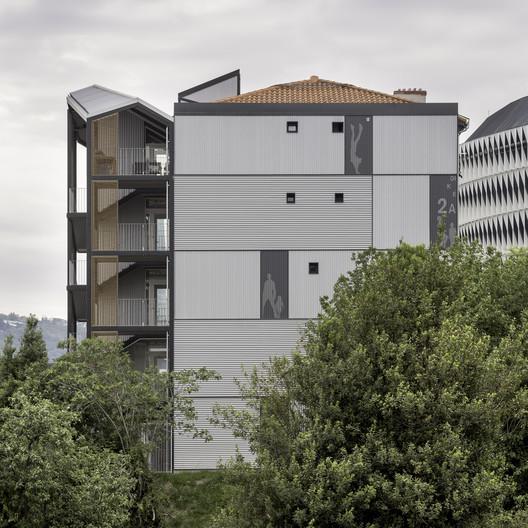 Dique 2A Berria Housing Renovation / Behark