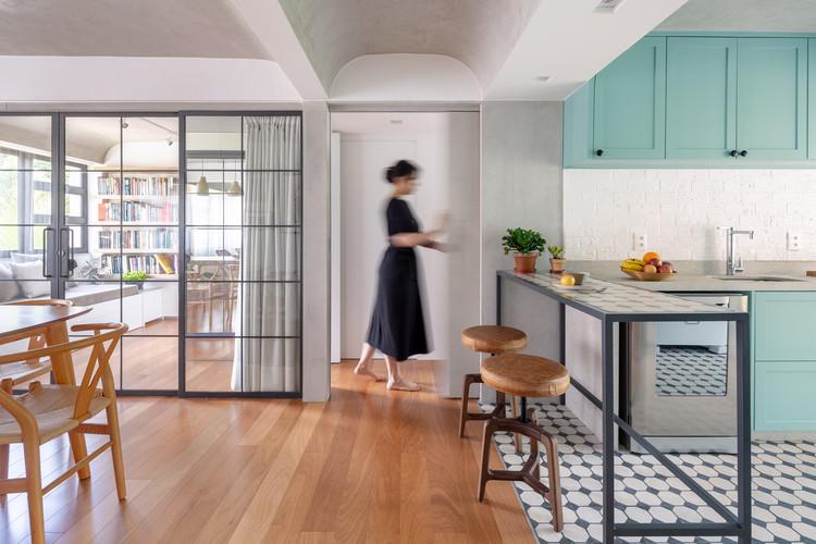 Interiores brasileiros: 15 projetos com ladrilho hidráulico, Apartamento Aláfia / Semerene Arquitetura Interior. Imagem: © Joana França