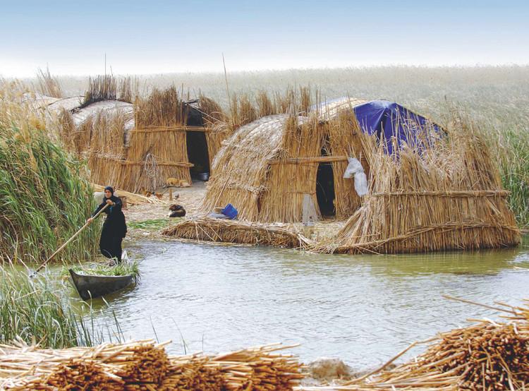 Lo-TEK: Diseño de Indigenismo Radical (Recuperando técnicas indígenas para trabajar junto a la naturaleza), Islas flotantes de AI-Tahla - Pueblo Ma'dan (Irak). Image © Esme Allen