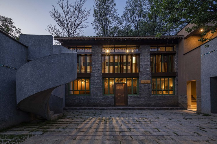 Taiyue Courtyard: The Mint Bureau Homestay / 3andwich Design / He Wei Studio, night view of guest room. Image © Weiqi Jin