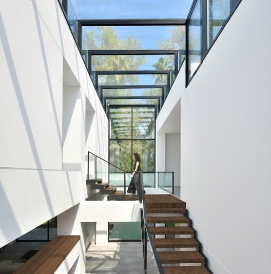 Residencia Ferdows / KRDS (Kourosh Rafiey Design Studio)