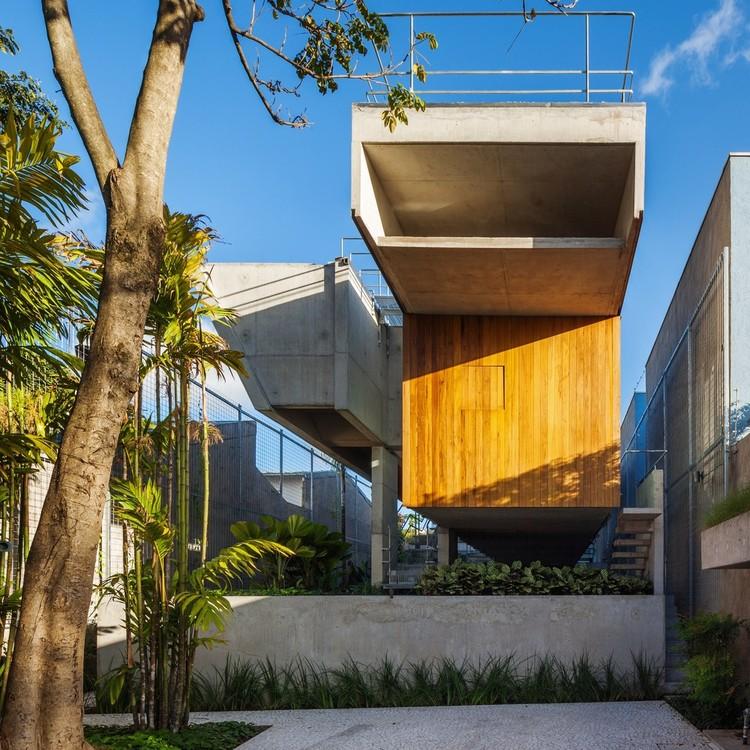 SPBR Arquitetos disponibiliza desenhos em CAD dos projetos produzidos pelo escritório, Casa de fim de semana em São Paulo / spbr arquitetos. Foto © Nelson Kon