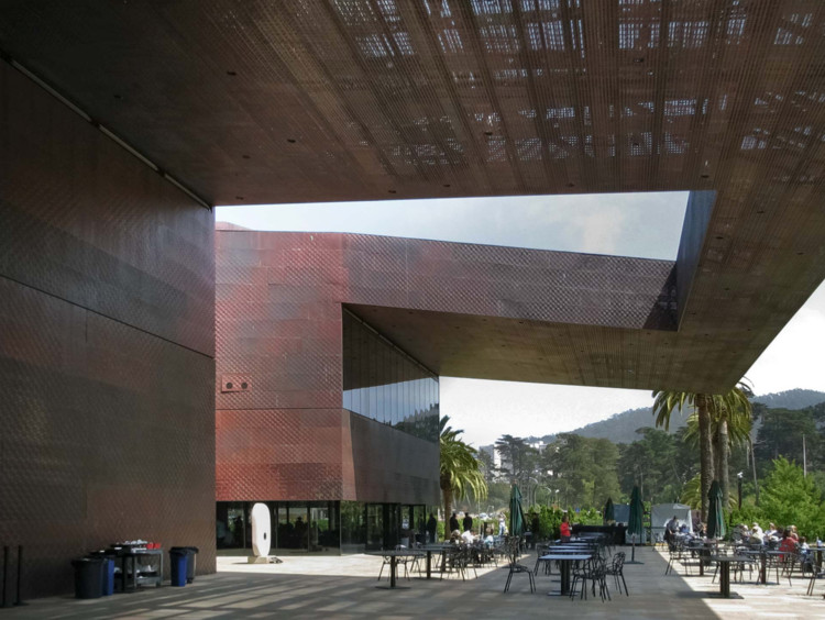 Herzog & de Meuron developed the idea of a variably perforated screen exterior for the M.H. de Young Memorial Museum in San Francisco. In the Design Assist phase Zahner engineers and software specialists refined the design concept to save over $4 million in material and manufacturing costs. Image © A. Zahner Co.
