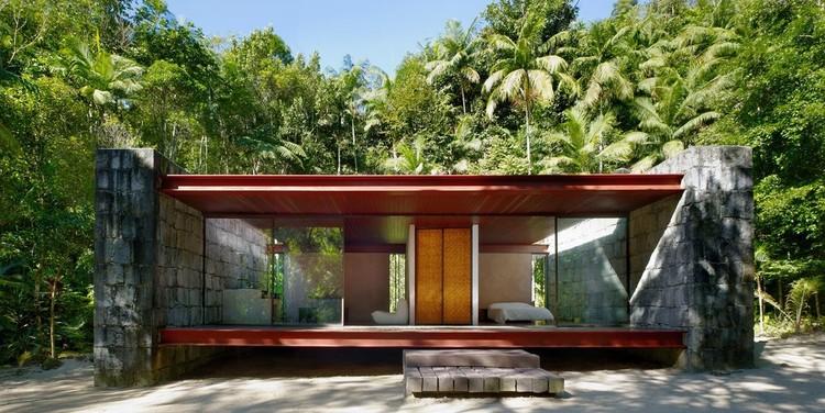 Casas brasileiras: 10 residências construídas com alvenaria estrutural, Casa Rio Bonito / Carla Juaçaba. Imagem @Nelson Kon