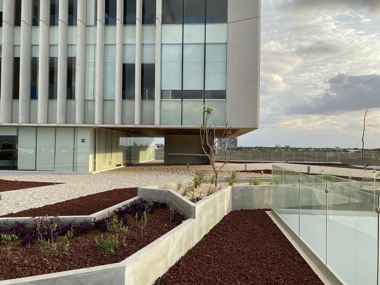 Hospital Faro del Mayab / Grupo Arquidecture, © David Cervera, The Raws