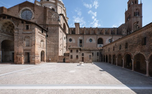 L.B. Alberti Square Renovation / Archiplanstudio