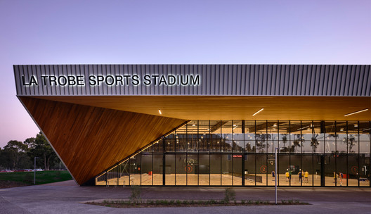 La Trobe University Sports Park / Warren and Mahoney + MJMA