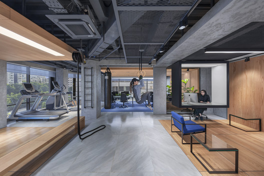 AKA Fitness Office / 4 Architecture Studio