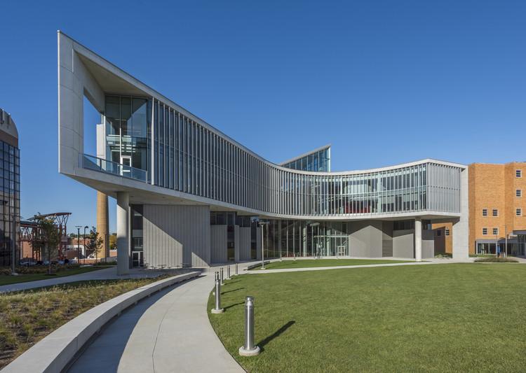 University of Cincinnati Health Sciences Building / Perkins&Will, © Connor Steinkamp