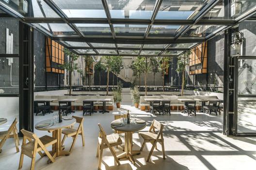 Mo de Movimiento Restaurant / Estudio Lucas Muñoz