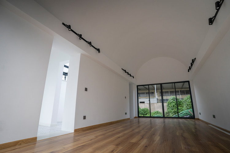 Interior of the living room. Image © Yipeng Liu