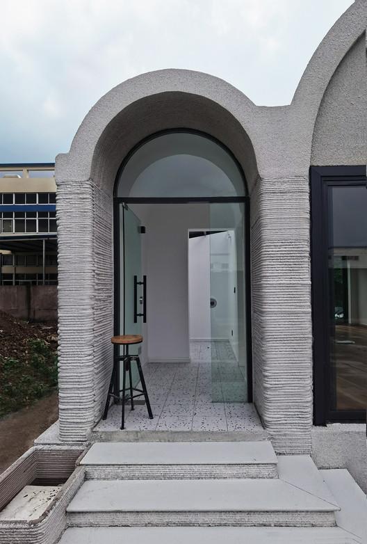 Entrance of the house. Image © XWG Archi Studio at Tsinghua University