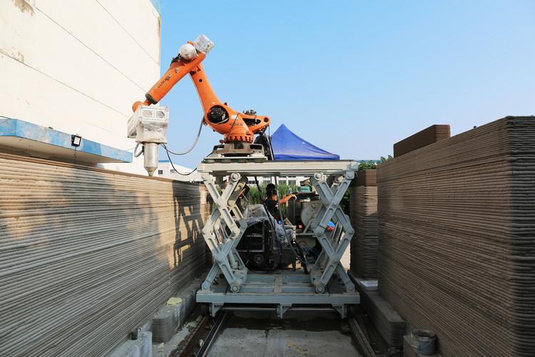 Printing the walls outdoor. Image © XWG Archi Studio at Tsinghua University