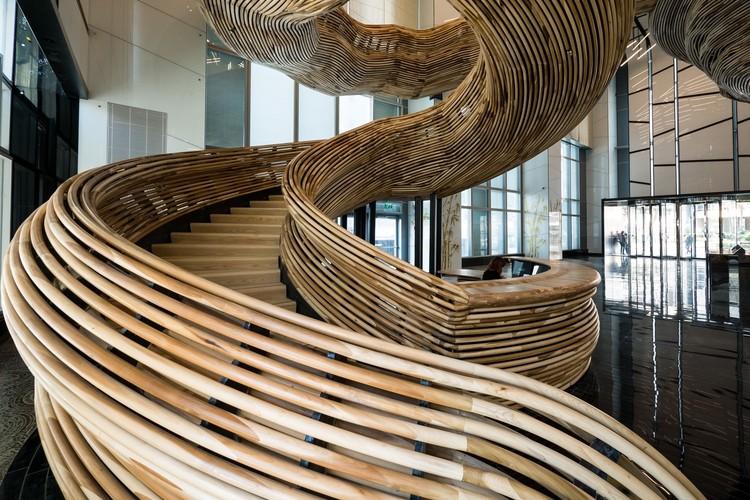 Como os biomateriais de construção podem ajudar a enfrentar a crise climática?, Atrium Tower Lobby / Oded Halaf and Crafted by Tomer Gelfand. Imagem © Itay Sikolski (NUMSIX)