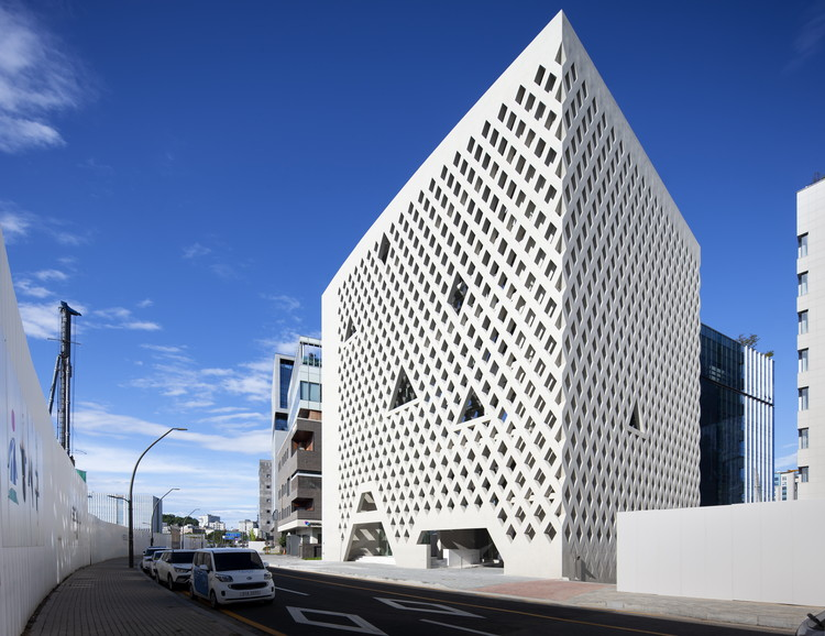 Magok Hive Office Building / Archium  + In-Cheurl Kim, © Park Youngchae