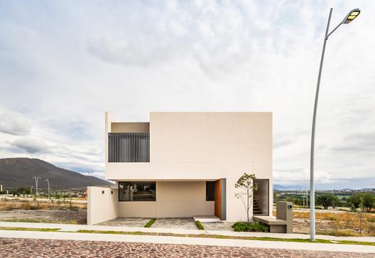 Casa Enebro / MEM Arquitectos