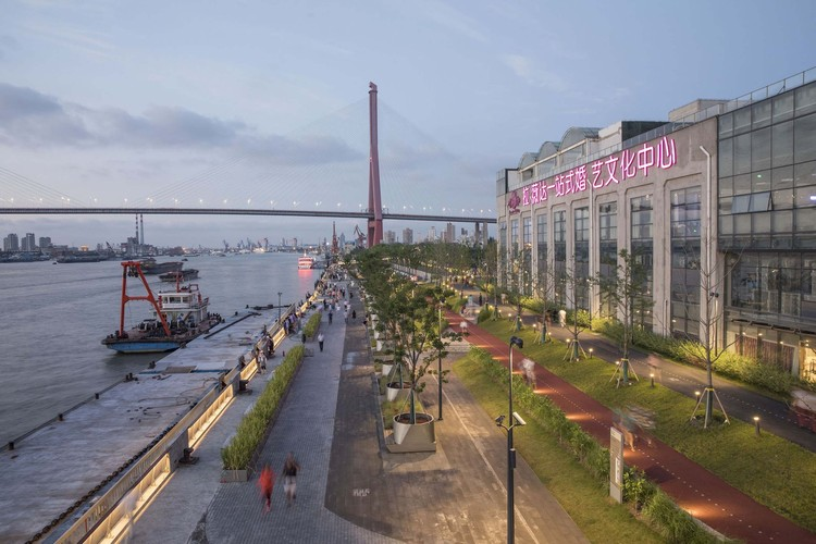 What Are the Megatrends Reshaping the Architecture Field and the Construction Industry?, Shanghai Minsheng Wharf Waterfront Landscape and Reconnection / Atelier Liu Yuyang Architects. Image © FangFang Tian